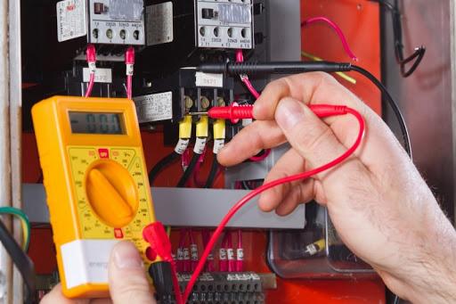 Comment protéger les appareils électroménagers des surtensions