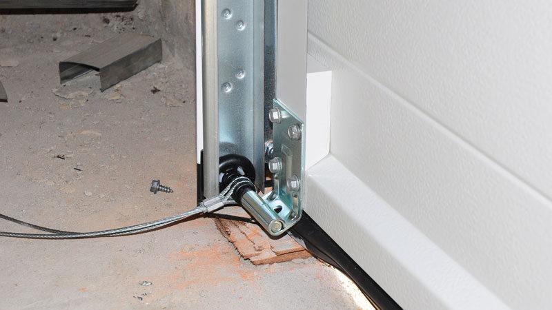 Comment réparer un câble de porte de garage ?